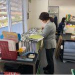 """東京都仕事センターが実施している""""女性再就職サポートプログラム""""の『職場体験』で、2名の女性がいらっしゃいました。。営業グループと検査グループでお仕事体験をしていただき、在庫の棚卸や書類整理、文書データをPDFに変換する業務に取り組んでいただきました。お仕事の前に工場見学もしていただき、「知らない世界に飛び込みました!これからエレベーターを見る目が変わります」という嬉しいお言葉も頂きました。島田電機も今後ますます女性の活躍に期待が膨らみます。"""