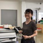 """東京都仕事センターが実施している""""女性再就職サポートプログラム""""の『職場体験』に、今月もご協力させていただきました!今回来ていただきました3人の女性は、とっても明るくて笑顔がステキな皆さん。こちらの女性は、お仕事に7年ほどブランクがあるなんて全く感じさせないスピーディーなお仕事ぶりで、100件以上の資料をPDFデータに変換して下さいました。『お仕事をしている間に、前に働いていた時のことを思い出してきて、ブランクに対する不安が取れてきました!』と話してくださいました。また、他のお二人はは労務や経理などの専門的な事務を深めたいと思い、このプログラムに参加されたそうです。持ち前の明るさと高いスキルで、またバリバリお仕事をされていく姿が目に浮かびます。島田電機はみなさんを応援しています! 2018年9月"""